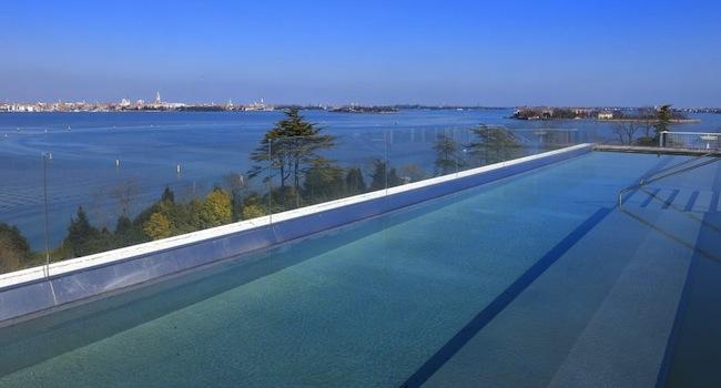 Rooftop_pool1.b0e2ededa79f8eb3594b0318b68d062f