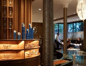 Le caviar à la bouche dans le nouveau restaurant Petrossian