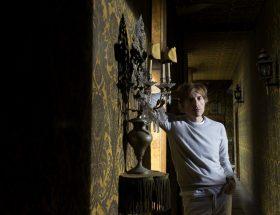 Ça cause chiffons au bar : Nicolas Godin, un air de classicisme