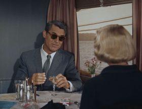 Jamais tape-à-l'œil ! Les lunettes de Cary Grant en mettent plein la vue