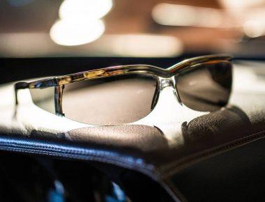 Des lunettes de soleil d'aventurier pour se croire dans L'Or se Barre