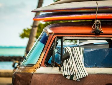 L'été indien en éponge ou en lin, quelle serviette de plage choisir ?