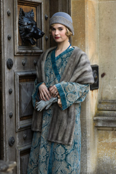 Downton-Abbey-Lady-Rose-Velvet-fortuny-les-hardis