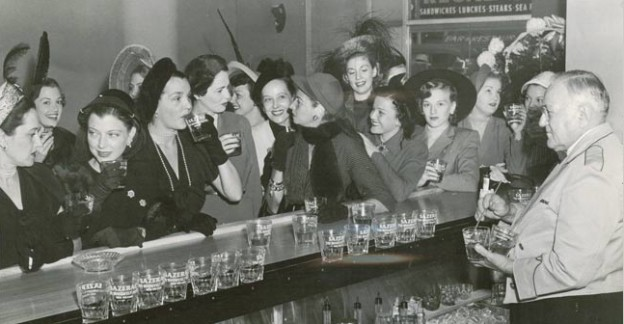Ladies-Night-at-the-Sazerac-Bar-in-the-Roosevelt-Hotel-New-Orleans-in-the-1950s.-The-Hotel-Later-Became-The-Fairmont-Sazerac