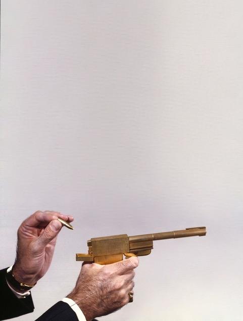 golden-gun-les-hardis-cadeaux-or-1