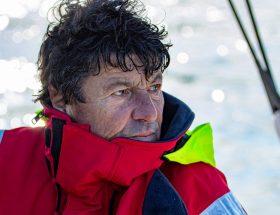 Rencontre: qui est Jean Le Cam, le sauveteur loup de mer du Vendée Globe?