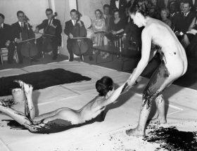 Yves Klein érotique, le bleu au corps